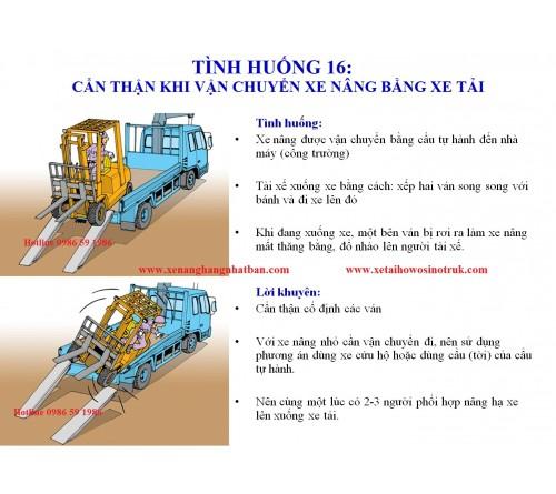 TH16: Cẩn thận khi vận chuyển xe nâng bằng xe tải (xe cẩu tự hành, xe cứu hộ)