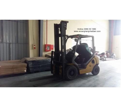 Bảo dưỡng và thay bánh xe nâng 2.5 tấn cũ Komatsu FD25T-16 2009