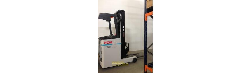 Xe nâng điện đứng lái 1.5 tấn 4 mét tại kho dược phẩm - nhà máy sản xuất thuốc