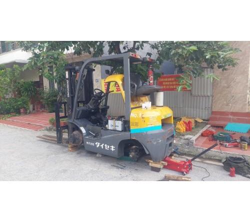 Bảo dưỡng bảo trì xe nâng dầu 2.5 tấn TCM FD25T4 động cơ Kubota V2403